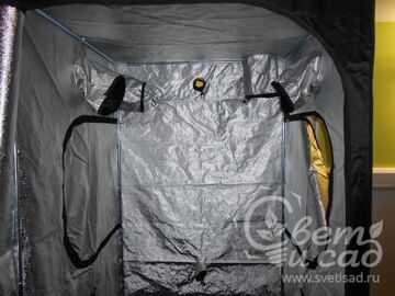 Grow-tent-Mammoth_Pro-150-dark-room_10